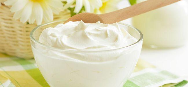 10 Amazing Vorteile von Joghurt (Dahi) für Haut und Haar Foto