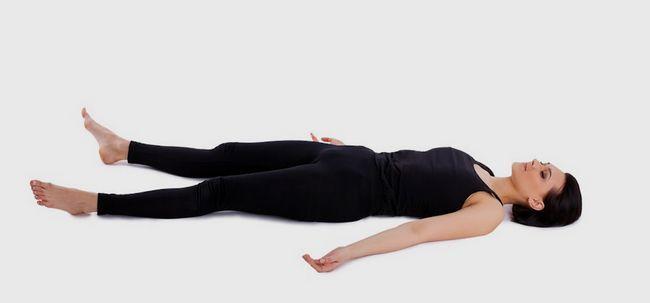 10 Effektive Vorteile von Yoga Nidra Foto
