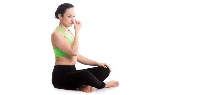 10 Effektive Atemübungen für die leidende Menschen mit hohem Blutdruck Foto