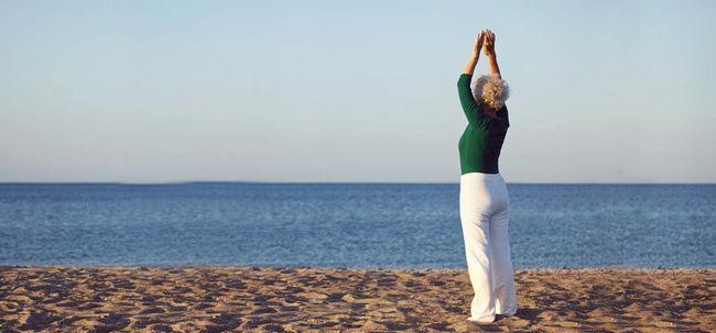 10 Effektive Yoga-Übungen für Frauen über 60 Foto