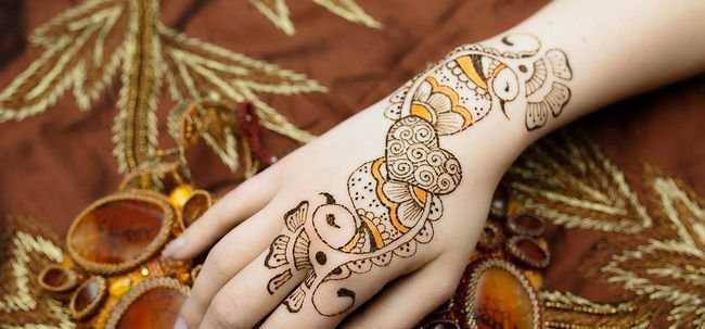 10 Most Loved Herz Henna Designs Foto