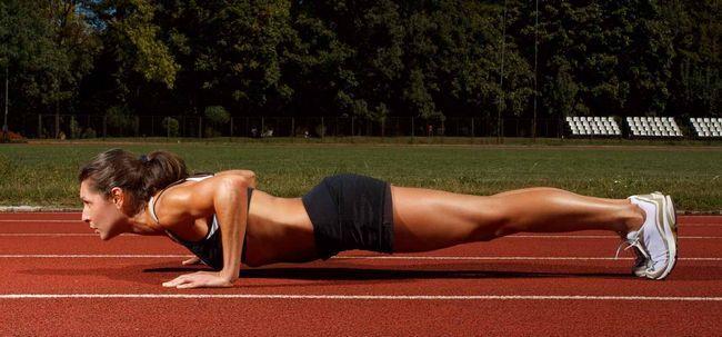 10 Nein-Ausrüstung Workouts Sie zu Hause tun können Foto