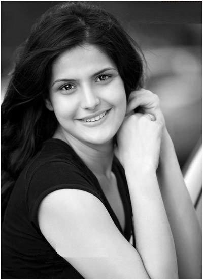 Zarine khan schwarz und weiß