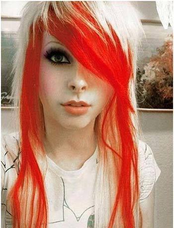 emo aussehende Frisur
