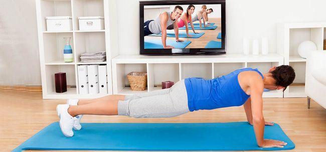 10 einfache Tipps für das Üben zu Hause Yoga Foto