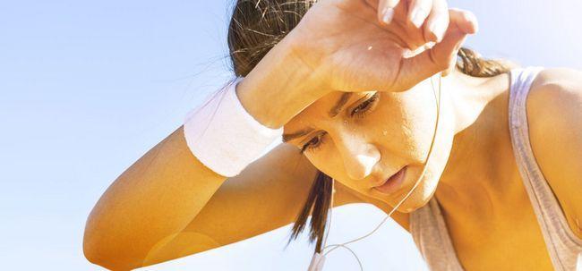 10 Super einfache Möglichkeiten, übermäßige Schweißbildung und bleiben Sie den ganzen Tag frisch zu vermeiden! Foto