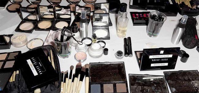 10 Tipps zur Vermeidung von Splurging Geld auf Make-up-Produkte Foto