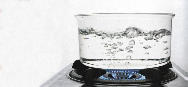 10 Ungewöhnliche Nebenwirkungen von Trinkwarmwasser Foto