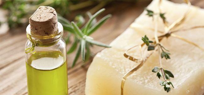 10 wunderbare Vorteile von Teebaumöl Seife Foto