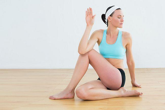 Sitz Spinal Twist Pose