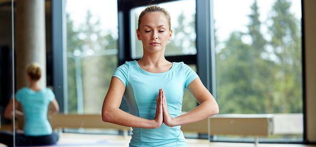 12 Effektive Baba Ramdev Yoga-Übungen für Augen Foto
