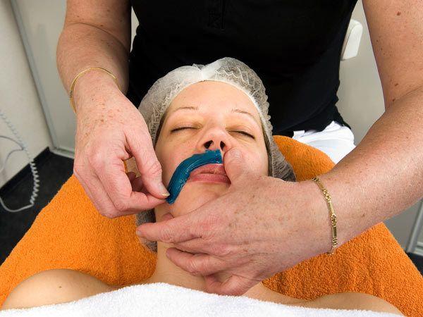 Wachsen für Gesichts-Haarentfernung