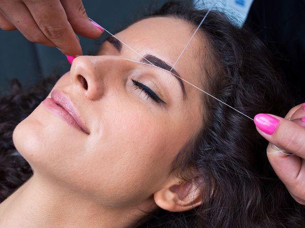 Gesichts-Haarentfernung Threading