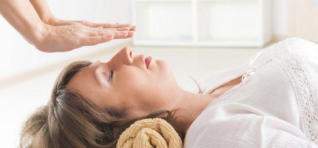 16 einfache Schritte zum Üben Reiki Meditation Foto