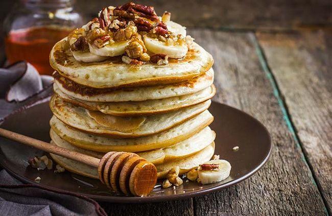 Fügen Sie viel Eiweiß und Glück durch eigene glutenfreie Pfannkuchen zu machen!