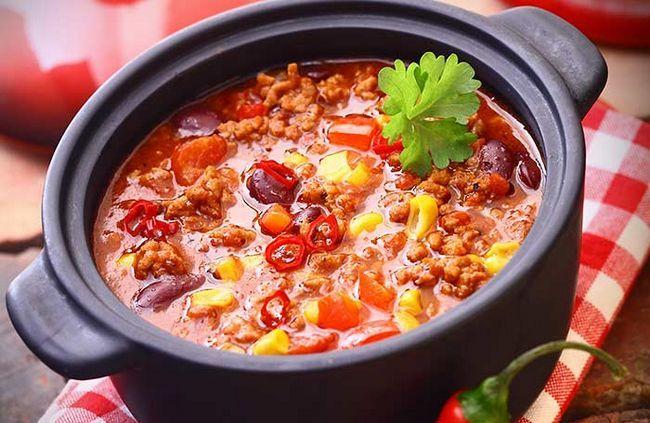 Fügen Sie einige Vollkornprodukte zu Chili statt Fleisch