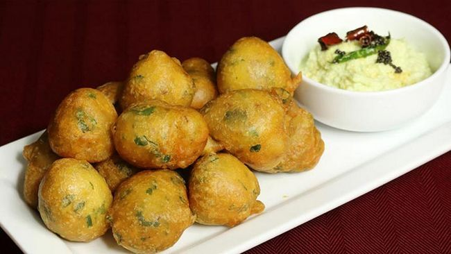Mysore Bonda und Kokosnuss-Chutney
