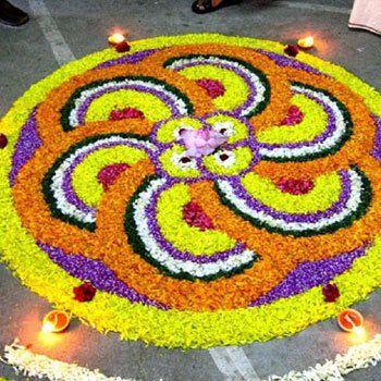 25 Die meisten Bunte Rangoli Designs mit Blumen Foto