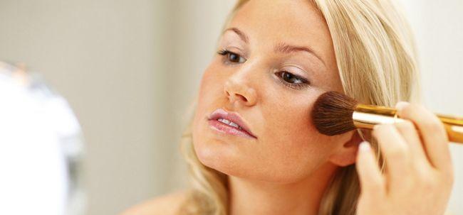 3 einfache Make-up Tricks zu Ekzemen betroffene Haut ausblenden Foto