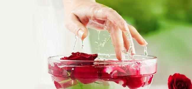 3 einfache Möglichkeiten, Glycerin und Rosenwasser für Ihr Gesicht zu verwenden und Haut Foto