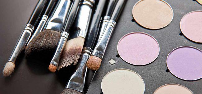 4 Einfache Tipps zu kümmern sich um Ihr Make-up Pinsel Foto