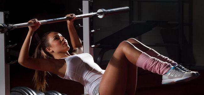 4 Effektive Bank Übungen Ihren Rücken zu stärken Foto