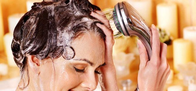 5 einfache Schritte zur Pflege Ihrer Haare vor der Ehe nehmen Foto