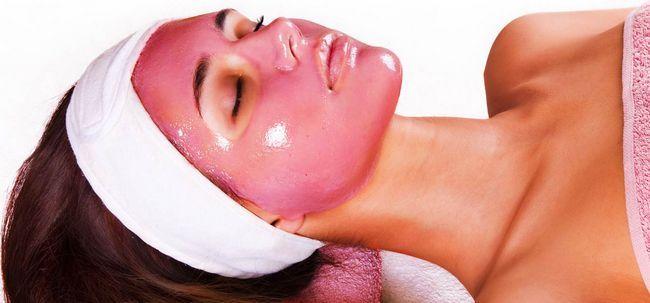 5 einfache Möglichkeiten, Granatapfel-Gesichtsmaske zu verdienen At Home Foto