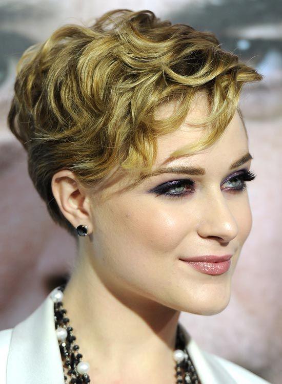 Pixie-mit-Very-Short-Layered-und-Strukturiert-Curls