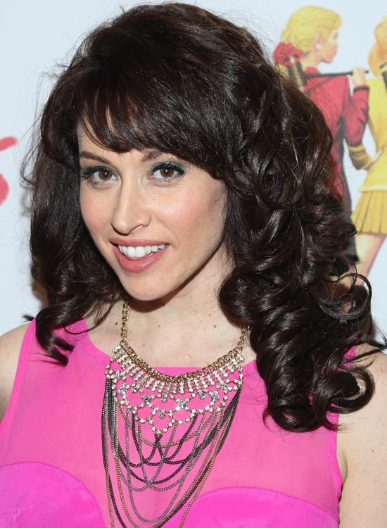 Thick-Layer-mit-Spiral-Curls-and-Side-Swept-Fringes