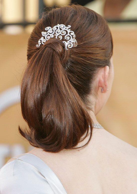 Simple-Pferdeschwanz-mit-Curly-Ends-und-Haar-Wrap