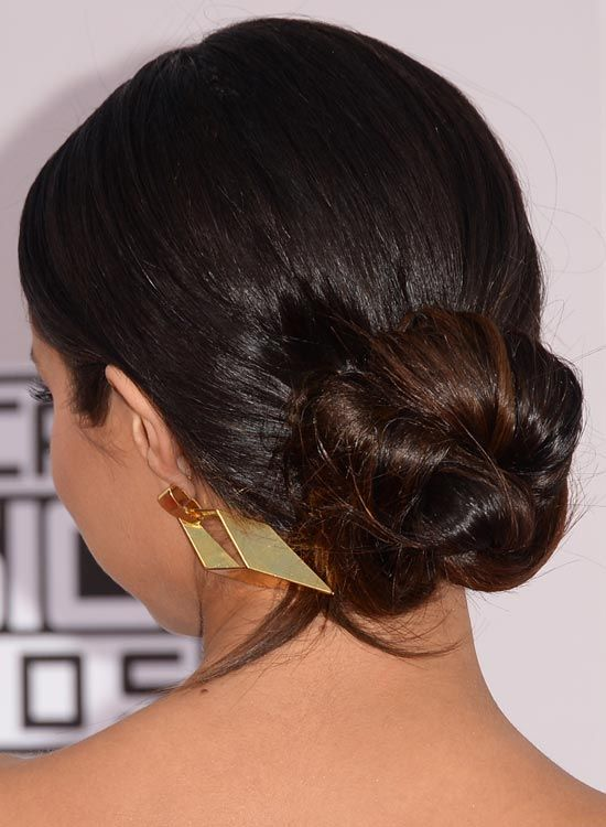 Simple-Low-Twisted Bun-mit-Slicked-Back-Fertig
