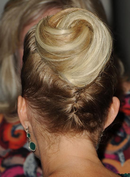 Upside-Down-Braid-mit-Spiral-Bun-at-End