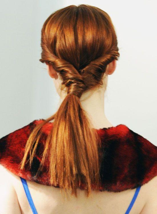 Thick-Low-Pferdeschwanz-mit-Side-Twists-und-Haar-Wrap