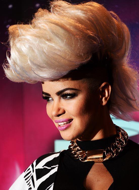 Gigantische-Mohawk-on-Krauses-Blonde-Haar