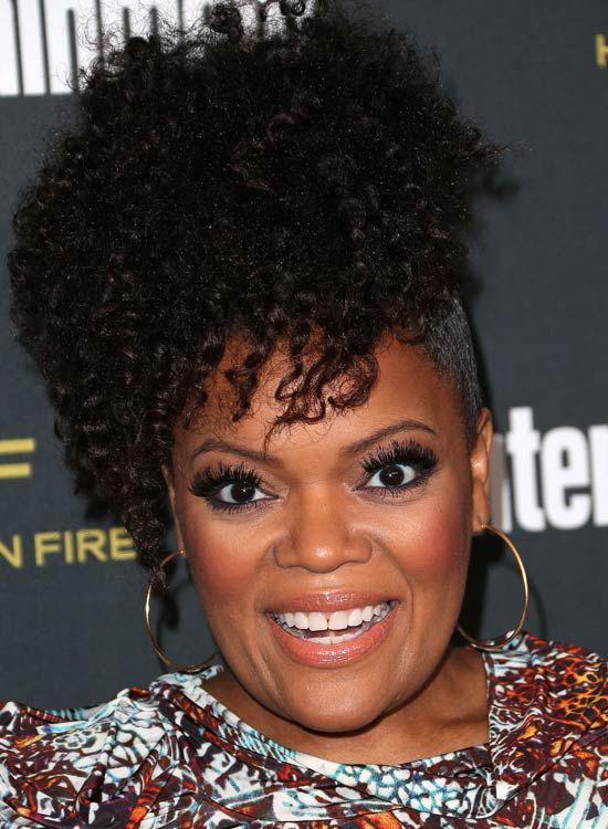 Hoch Stacked-Asymmetric-Curls-mit-Rasierte-Side
