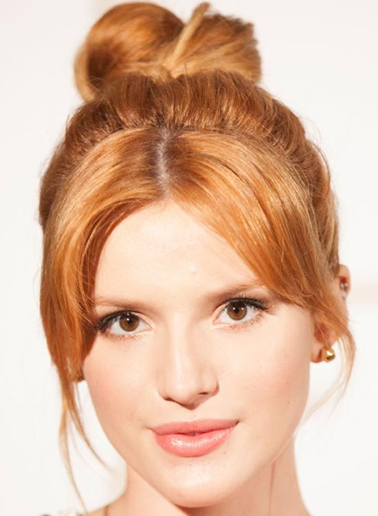 Twisted Hoch Bun-mit-Puffy-Top-und-Middle-Parted-Bangs