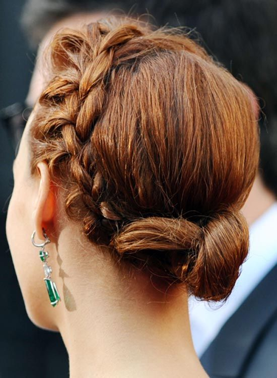 Kleine Low Twisted-Bun mit Side Braid
