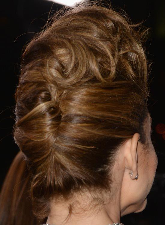 Geändert Französisch Twist mit Curly volumized Top