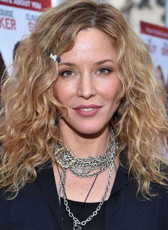 Super Curly-Feinen-Layer-mit-Small-Haar-Clip