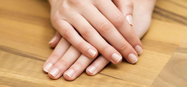 6 Fantastische Vitamin Hacks für schöne Hände und Nägel Foto