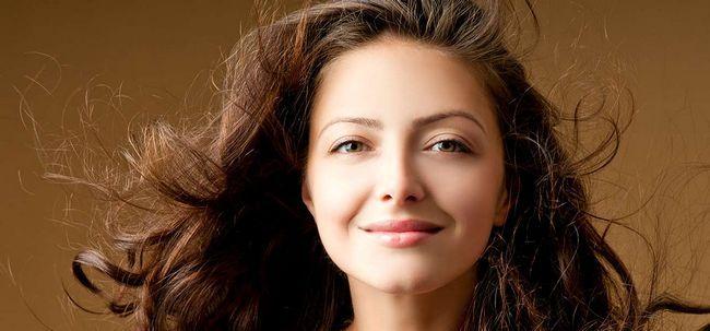6 Home Remedies die Feuchtigkeit wieder herzustellen und um dem Haar Glanz Foto