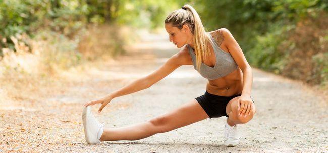 6 einfache, aber effektive Möglichkeiten, um Ihre Wadenmuskulatur zu dehnen Foto