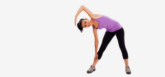 7 Effektive Kreislauf und Gewicht Übungen für Frauen mit Fitnessgeräte Foto