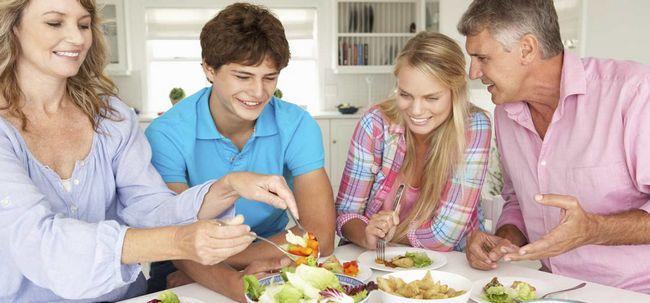 7 gesunde Essgewohnheiten jeder Jugendliche sollte Folgen Foto