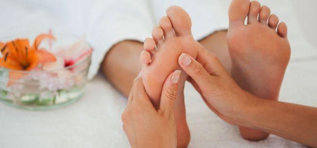 7 Wichtige Gründe sollten Sie Ihre Füße Every Night Massage vor dem Schlafen Foto