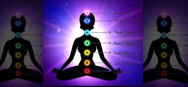 7 einfache Schritte zum Üben Chakra Meditation Foto