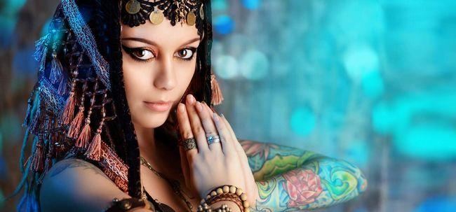 7 Ultimate Makeup Hacks für Bauchtänzerinnen Foto