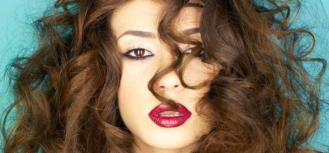 8 einfache und effektive Tipps zu kümmern sich um Ihr Haar Permed Foto