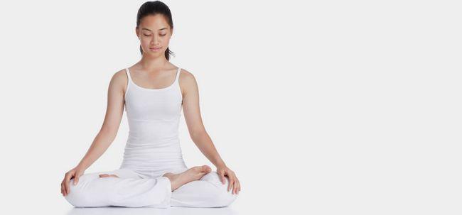 8 einfache Schritte zum Üben Tummo Meditation Foto
